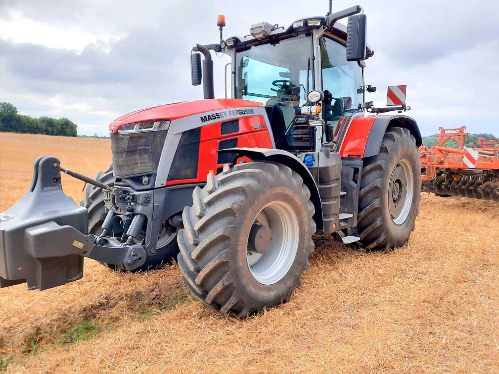 MF 8S Vuoden traktori
